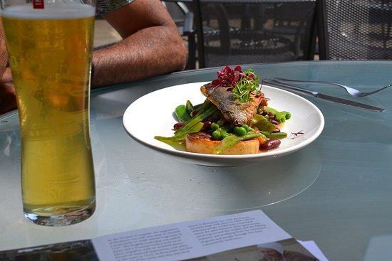 Oliver's Restaurant: Sea bass