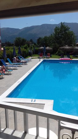 Grapevines Hotel: The pool
