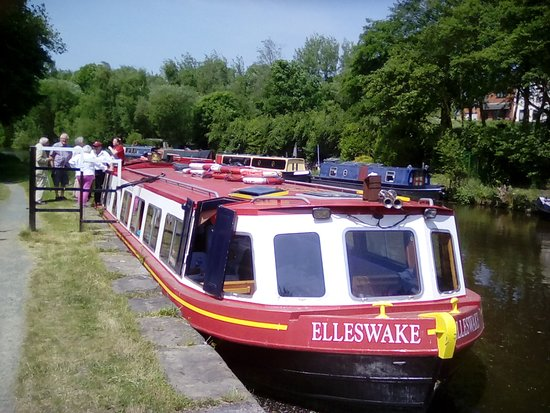 Kittywake Canal Cruises: Our lovely canal boat the Elleswake.