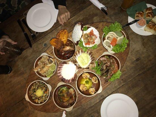 Burdeos Restaurant: Una Picada de Mar... dijeron que era para 4 y nos morimos de hambre!