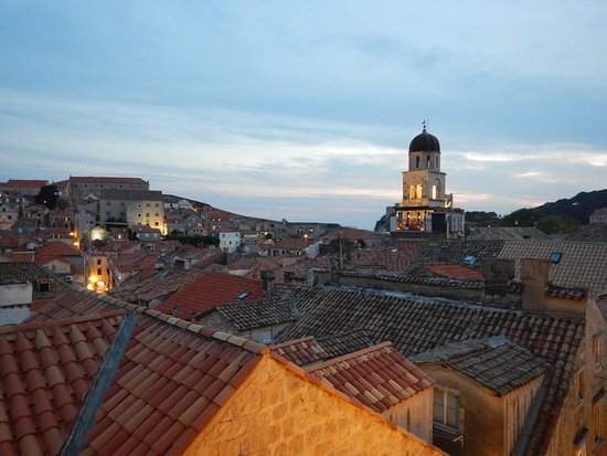 Stara Loza Rooftop Restaurant: ...and breathe