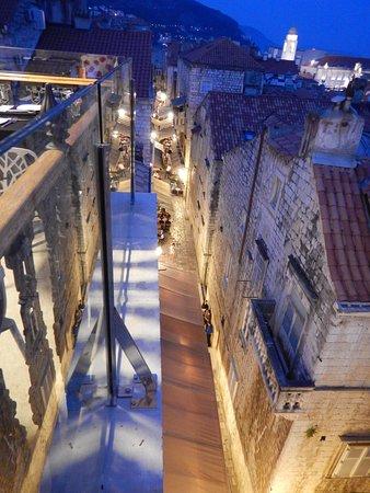 Stara Loza Rooftop Restaurant: View of the street