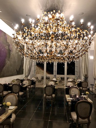 Stara Loza Rooftop Restaurant: Interior dining room - a glamorous alternative when the weather is not kind.