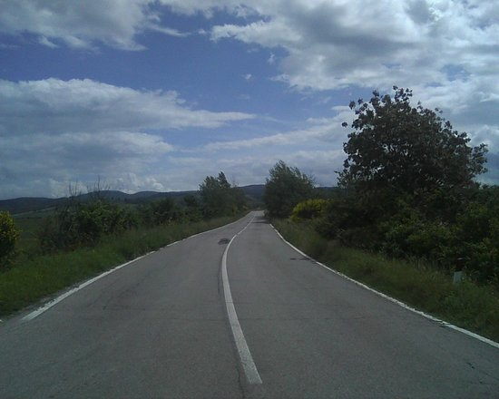 Podere Ampella: The road the house is on.