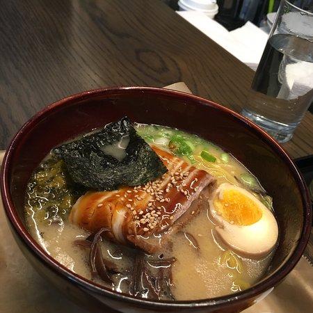 Momosan Ramen & Sake ภาพถ่าย