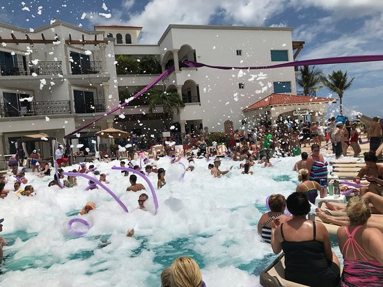 Hilton Playa del Carmen, an All-Inclusive Adult Only Resort: FOAM PARTY.