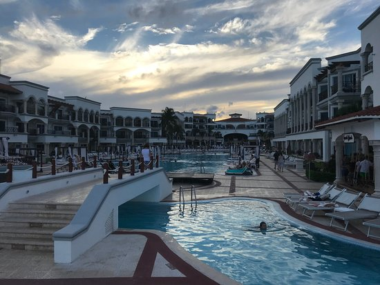 Hilton Playa del Carmen, an All-Inclusive Adult Only Resort: Sky party.