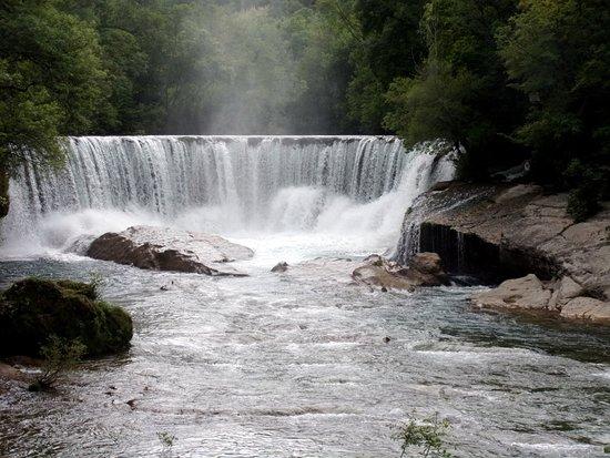 Saint-Laurent-le-Minier, Francia: belle cascade