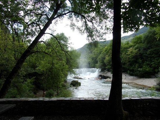 Saint-Laurent-le-Minier, Francia: la cascade vue de l'aire de repos