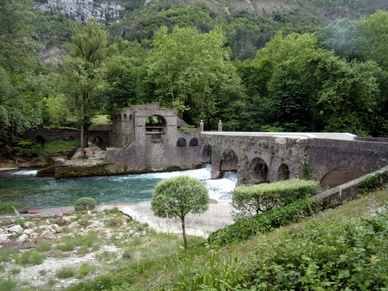 Saint-Laurent-le-Minier, Γαλλία: le vieux pont