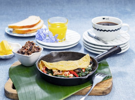 Saúl Bistro Escazú: ¡NUEVOS Good Morning Combos! Omelette del Huerto 😋por ¢3.900. Incluye jugo de naranja y café. ?