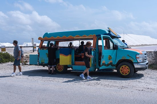 Bonaire Photo Shoot : The coolest van