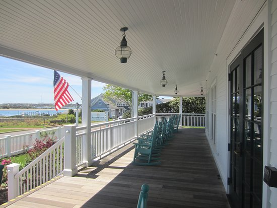 Harbor View Hotel : Great porch with rockers and exceptional view