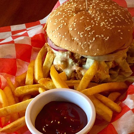 Wings & Burgers: Comida! Precio y Ambiente fuera de este mundo!! Atención de Primera!