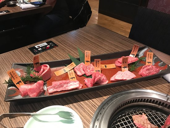 Hanno Daidokoro Bettei: The 9600 Yen meat tray for two, minus 4 pieces