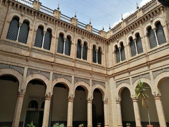 Museum van Kunst en Volkstradities, Sevilla: Patio central.