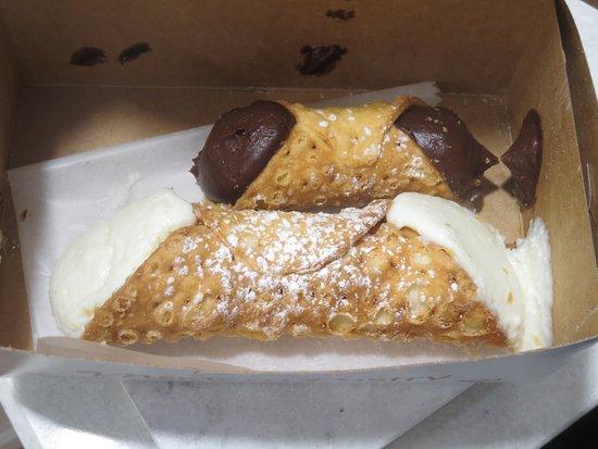 Modern Pastry Shop: Mini chocolate and standard ricotta