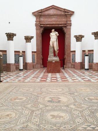 Archaeological Museum of Sevilla: Sala de exposiciones.