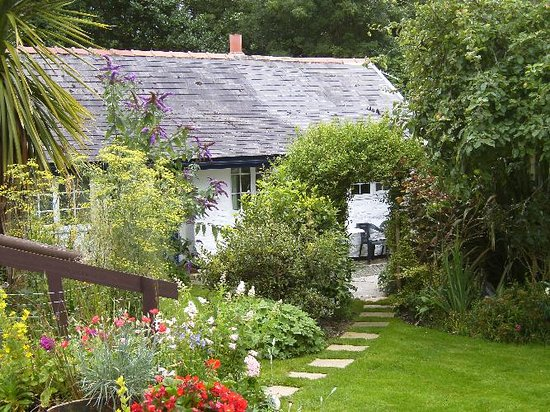 Pandy Cottage : Secluded and safe private garden