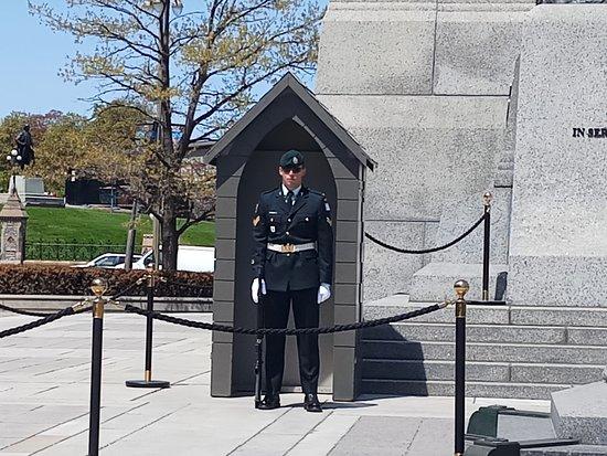 National War Memorial: Left guard like a statue