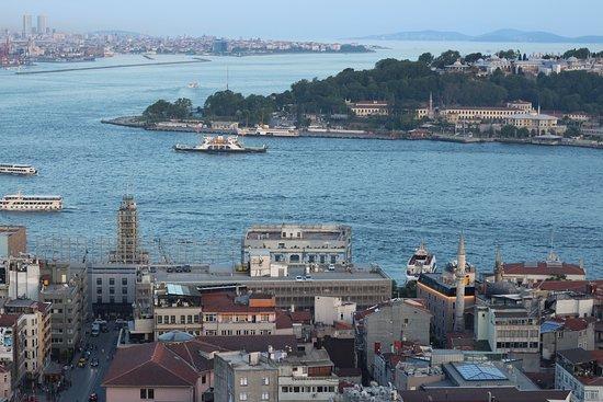 Galata Tower: Вид на Босфор и Золотой Рог с башни.