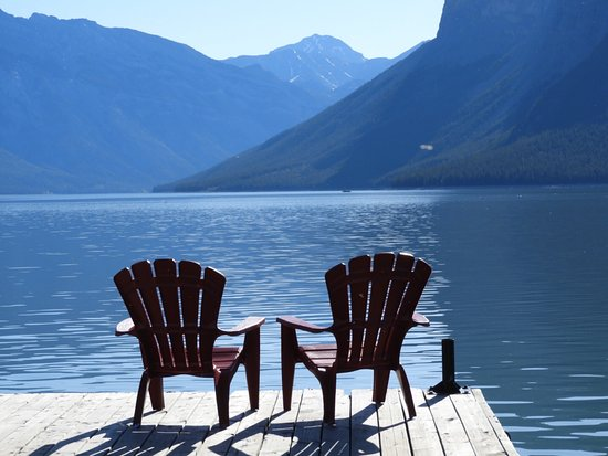 Lake Minnewanka: Loved sitting in these chairs on the dock
