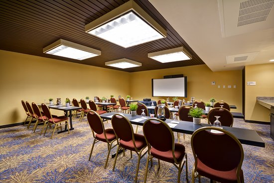 DoubleTree by Hilton Phoenix North: Classroom-Style Setup at Meeting Center