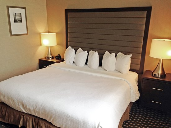 Embassy Suites by Hilton St. Louis - Downtown : Very quiet room with very comfortable bed