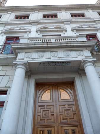 Ajuntament de Reus: Edificio Muy Bonito
