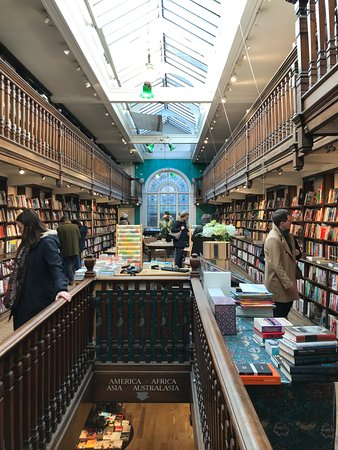 Daunt Books : Staircase to the lower level