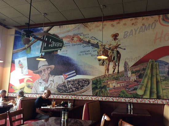 Mambos Cuban Cafe : Murals in the restaurant