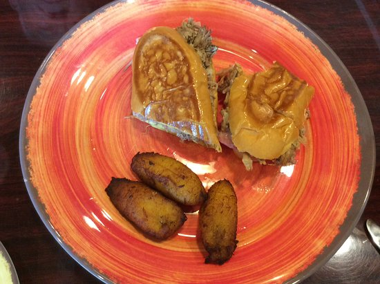 Mambos Cuban Cafe : Media noche with fried plantains