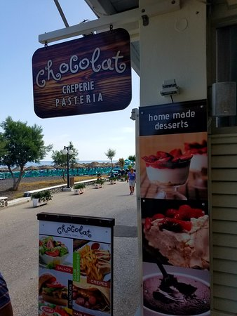 ''Chocolat'' Creperie - Pasteria - Cafe: Outside