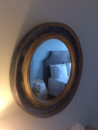 Ocean Beach, NY: Clegg's Hotel Guest Room Mirror