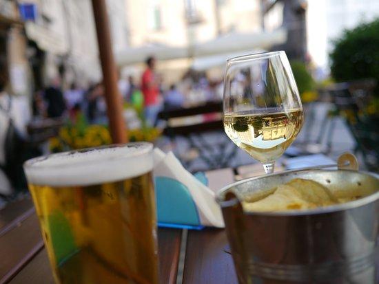 La Mangeria: Piazza del Mercato cafe bar