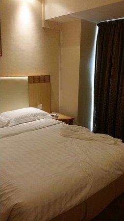 GDH Hotel: 일반룸 침실입니다.
