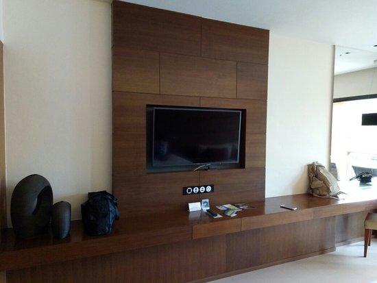 Novotel Phuket Kata Avista Resort and Spa : Spacious Room with pool view