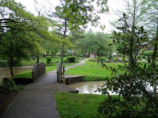 Broyhill Park : Walkeway