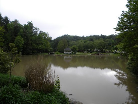 Broyhill Park: Large view of pond