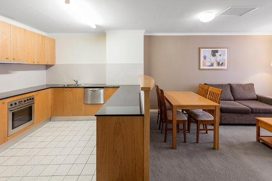 Nesuto Canberra Apartment Hotel : Two Bedroom - Kitchen/Dining