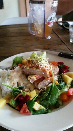 Cafe Ariki : Seared tuna and tropicana salad