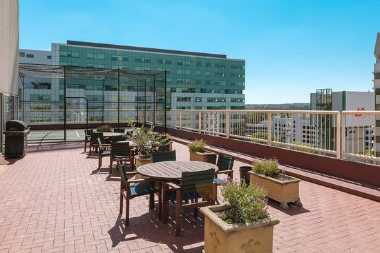 Nesuto Canberra Apartment Hotel: BBQ & Roof-Top Terrace