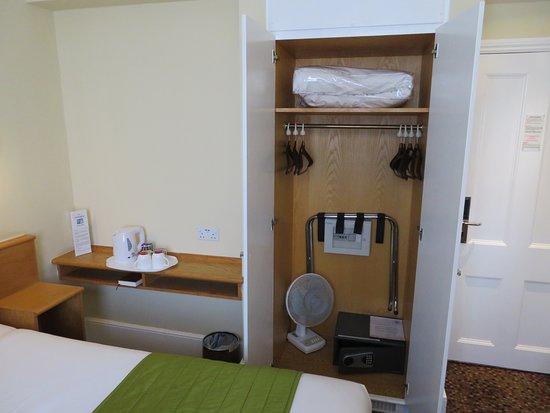 The Darlington Hyde Park: Room 206 Closet with Safe
