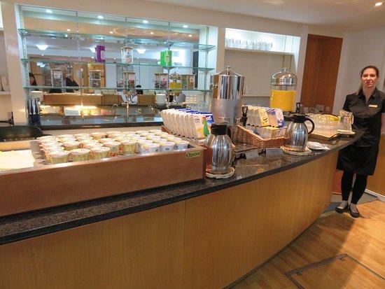 The Darlington Hyde Park : Breakfast Bar