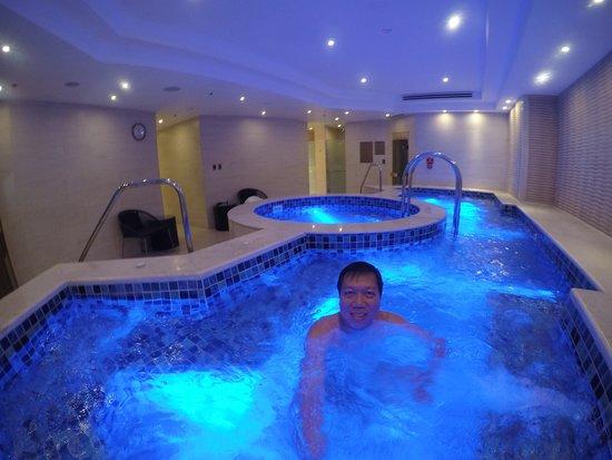 Makati Shangri-La, Manila: Hot tub
