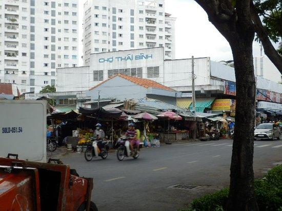 公園から見たタイビン市場 - Pic...