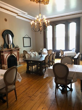 Waterloo, Canadá: Dining room. This gives you an idea of the décor.