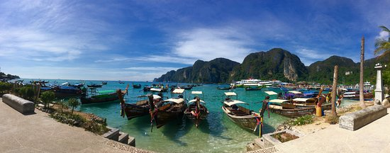 Ivory Phi Phi Island: Downtown Phi Phi (10 minute walk from the guest house)