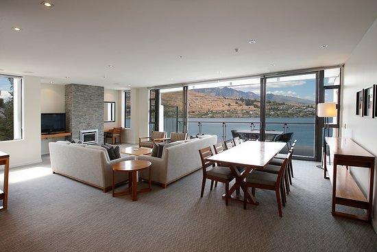 The Rees Hotel, Luxury Apartments & Lakeside Residences: The Living Room 2