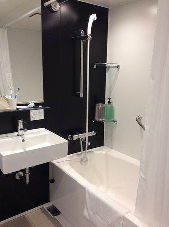 Business Inn Sun Hotel: Bath & Shower